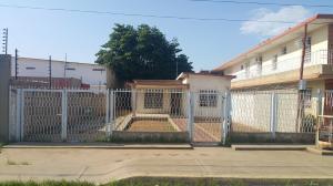 Casa En Venta En Municipio San Francisco, El Bajo, Venezuela, VE RAH: 16-13317