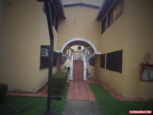 Townhouse En Venta En Higuerote, Club Campestre El Paraiso, Venezuela, VE RAH: 16-13324