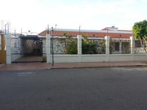 Casa En Venta En Maracaibo, El Portal, Venezuela, VE RAH: 16-13261