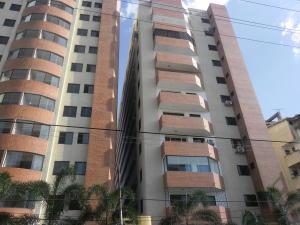 Apartamento En Venta En Valencia, Prebo I, Venezuela, VE RAH: 16-13340