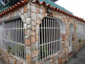Casa En Venta En Maracay, Girardot, Venezuela, VE RAH: 16-13364