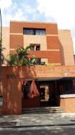 Apartamento En Venta En Caracas, Altamira, Venezuela, VE RAH: 16-13380