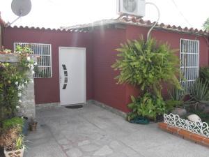Casa En Venta En San Joaquin, Guayabal, Venezuela, VE RAH: 16-13395