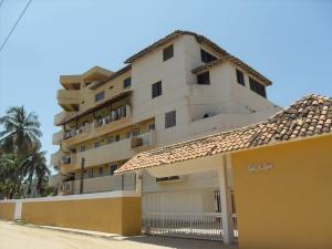 Apartamento En Venta En Chichiriviche, Playa Norte, Venezuela, VE RAH: 16-13401