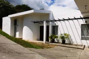 Casa En Venta En Caracas, Bosques De La Lagunita, Venezuela, VE RAH: 16-13440