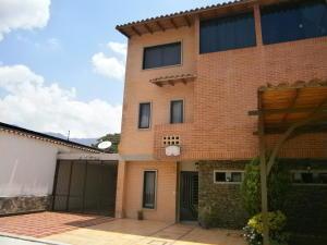 Townhouse En Venta En Municipio Naguanagua, La Querencia, Venezuela, VE RAH: 16-13524