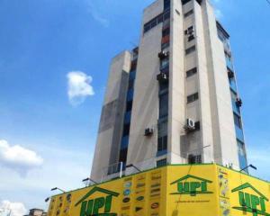Oficina En Venta En Valencia, Avenida Bolivar Norte, Venezuela, VE RAH: 16-13542