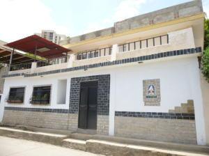 Casa En Venta En Catia La Mar, Marapa Marina, Venezuela, VE RAH: 16-13267