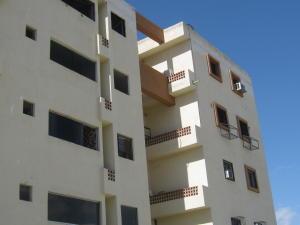 Apartamento En Venta En Municipio Los Guayos, Paraparal, Venezuela, VE RAH: 16-13598