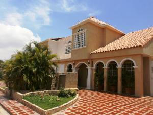 Townhouse En Venta En Maracaibo, Zona Norte, Venezuela, VE RAH: 16-13717