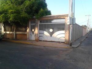 Casa En Venta En Maracaibo, Circunvalacion Dos, Venezuela, VE RAH: 16-13718