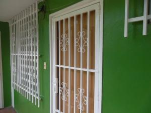Apartamento En Venta En Valencia, La Isabelica, Venezuela, VE RAH: 16-13740