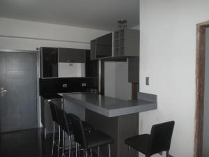 Apartamento En Venta En Maracaibo, Avenida Bella Vista, Venezuela, VE RAH: 16-13739