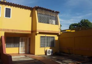 Casa En Venta En Cabudare, La Piedad Norte, Venezuela, VE RAH: 16-13993