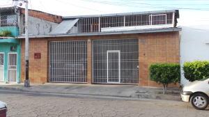 Casa En Venta En Maracay, 23 De Enero, Venezuela, VE RAH: 16-13750