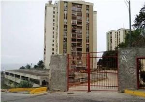 Apartamento En Venta En Catia La Mar, Marapa Marina, Venezuela, VE RAH: 16-13832