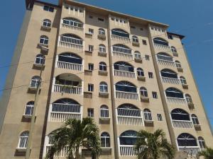 Apartamento En Venta En Catia La Mar, Playa Grande, Venezuela, VE RAH: 16-13847