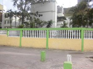 Apartamento En Venta En Caracas, Caricuao, Venezuela, VE RAH: 16-13886