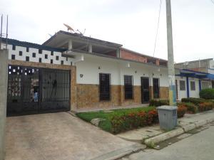 Casa En Venta En Moron, El Lago, Venezuela, VE RAH: 16-13892