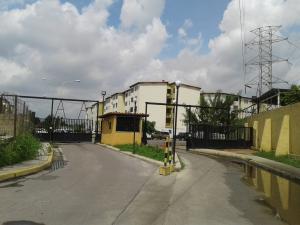 Apartamento En Venta En Municipio Los Guayos, Paraparal, Venezuela, VE RAH: 16-13893