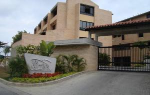 Apartamento En Venta En Caracas, Loma Linda, Venezuela, VE RAH: 16-13601