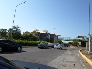Local Comercial En Venta En Maracaibo, Barrio Los Olivos, Venezuela, VE RAH: 16-13379