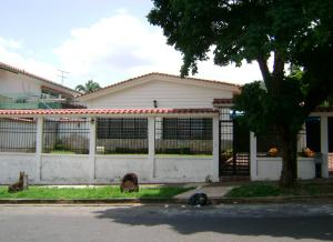 Casa En Venta En Valencia, Trigal Centro, Venezuela, VE RAH: 16-14343