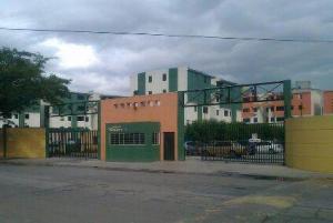 Apartamento En Venta En Municipio Los Guayos, Paraparal, Venezuela, VE RAH: 16-14038
