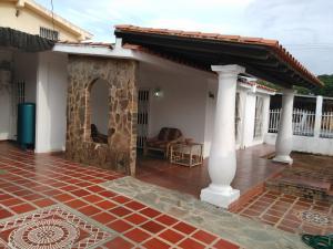 Casa En Venta En Guacara, La Floresta, Venezuela, VE RAH: 16-14051