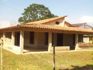 Casa En Venta En Municipio Montalban, Aguirre, Venezuela, VE RAH: 16-14064