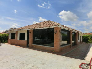 Casa En Venta En Valencia, Safari Country Club, Venezuela, VE RAH: 16-14072