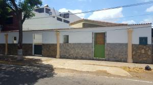 Casa En Venta En Coro, Av Josefa Camejo, Venezuela, VE RAH: 16-14065