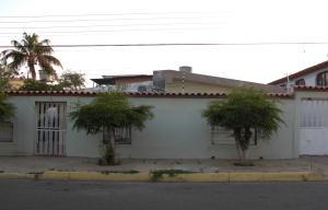 Casa En Venta En Coro, Centro, Venezuela, VE RAH: 16-14073