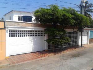 Casa En Venta En Maracaibo, Sabaneta, Venezuela, VE RAH: 16-14097