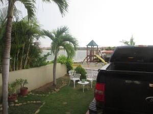 Casa En Venta En Maracaibo, Avenida El Milagro, Venezuela, VE RAH: 16-14107