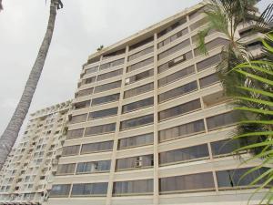 Apartamento En Venta En Parroquia Caraballeda, Los Corales, Venezuela, VE RAH: 16-14160
