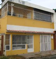 Casa En Venta En Maracay, 23 De Enero, Venezuela, VE RAH: 16-14189