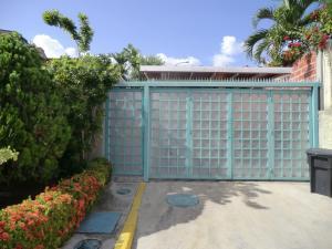 Casa En Venta En Guatire, El Castillejo, Venezuela, VE RAH: 16-14239