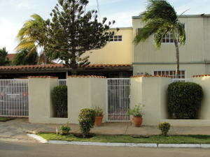 Casa En Venta En Punto Fijo, Judibana, Venezuela, VE RAH: 16-14271