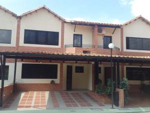 Townhouse En Venta En Municipio San Diego, La Cumaca, Venezuela, VE RAH: 16-14452