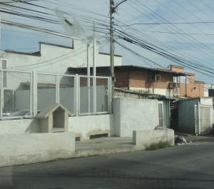 Galpon - Deposito En Venta En La Guaira, Maiquetia, Venezuela, VE RAH: 16-14461