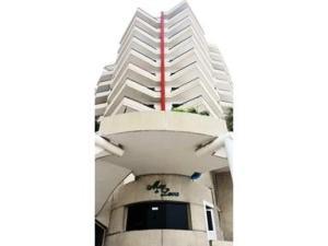 Apartamento En Venta En Lecheria, Boulevard Playa Lido, Venezuela, VE RAH: 16-12924