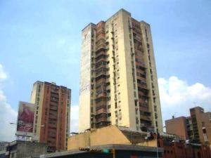 Apartamento En Venta En Maracay, Zona Centro, Venezuela, VE RAH: 16-14485