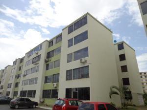 Apartamento En Venta En Municipio Los Guayos, Paraparal, Venezuela, VE RAH: 16-14864