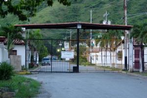 Casa En Venta En Turmero, Parque Residencial La Floresta, Venezuela, VE RAH: 16-14568