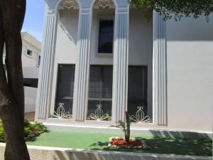 Townhouse En Venta En Maracaibo, Monte Claro, Venezuela, VE RAH: 16-14572