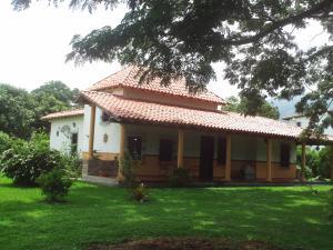 Casa En Venta En Municipio Montalban, Aguirre, Venezuela, VE RAH: 16-14613
