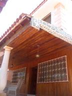 Casa En Venta En Parroquia Caraballeda, Palmar Este, Venezuela, VE RAH: 16-14620