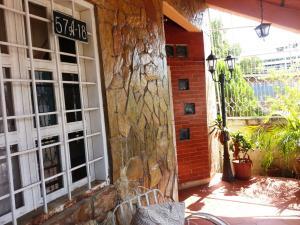 Casa En Venta En Maracaibo, Avenida Bella Vista, Venezuela, VE RAH: 16-14634