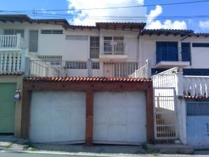 Casa En Venta En Los Teques, Municipio Guaicaipuro, Venezuela, VE RAH: 16-14696